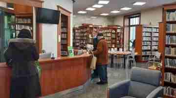 Aj v týchto dňoch sa knižnica teší priazni svojich čitateľov. Na nedostatok práce si knihovníci nemôžu sťažovať